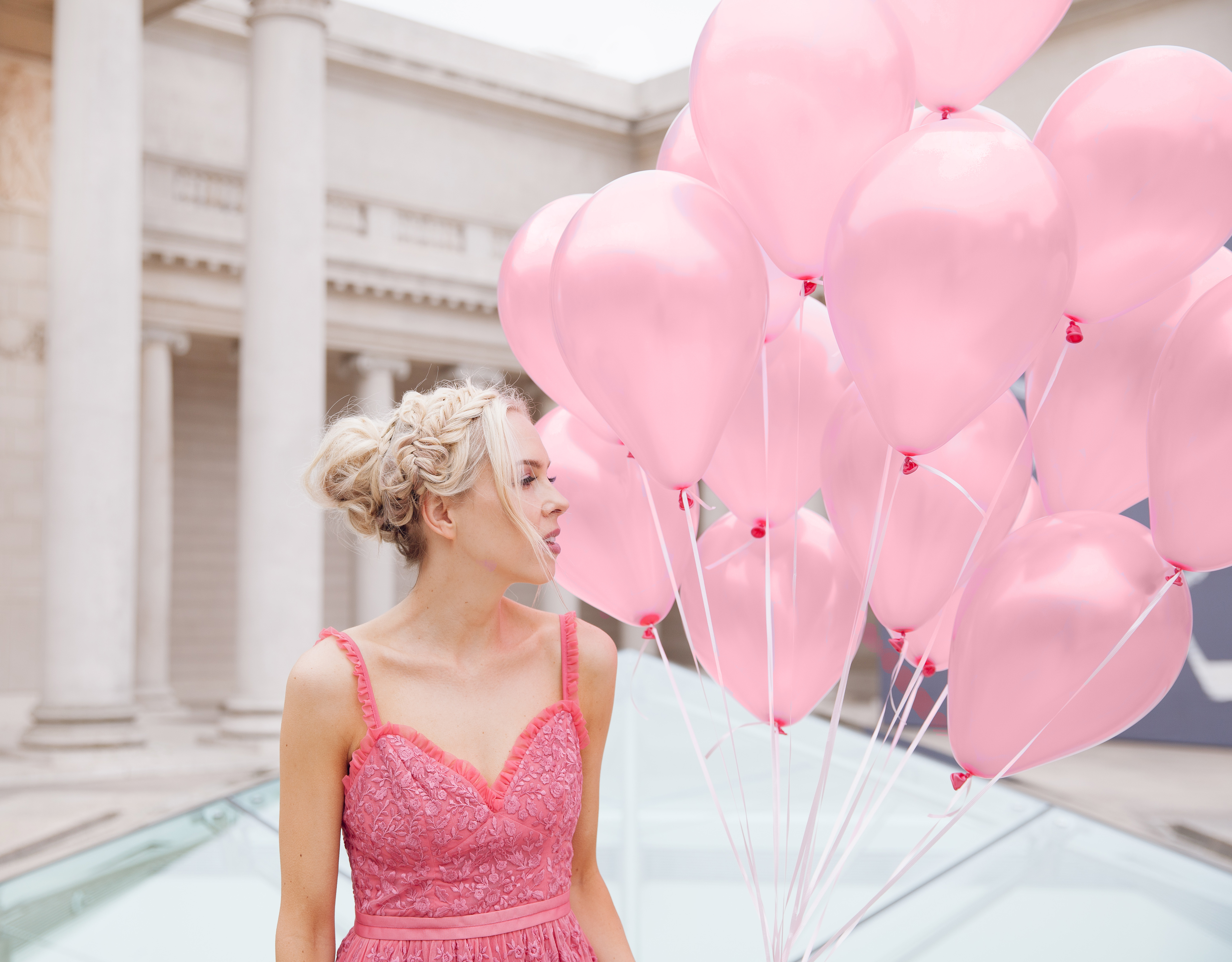| Top San Francisco fashion blog, Lombard and Fifth, features her tips on How to Ebay effectively: image of a blonde woman wearing a stunning maxi dress found on Ebay