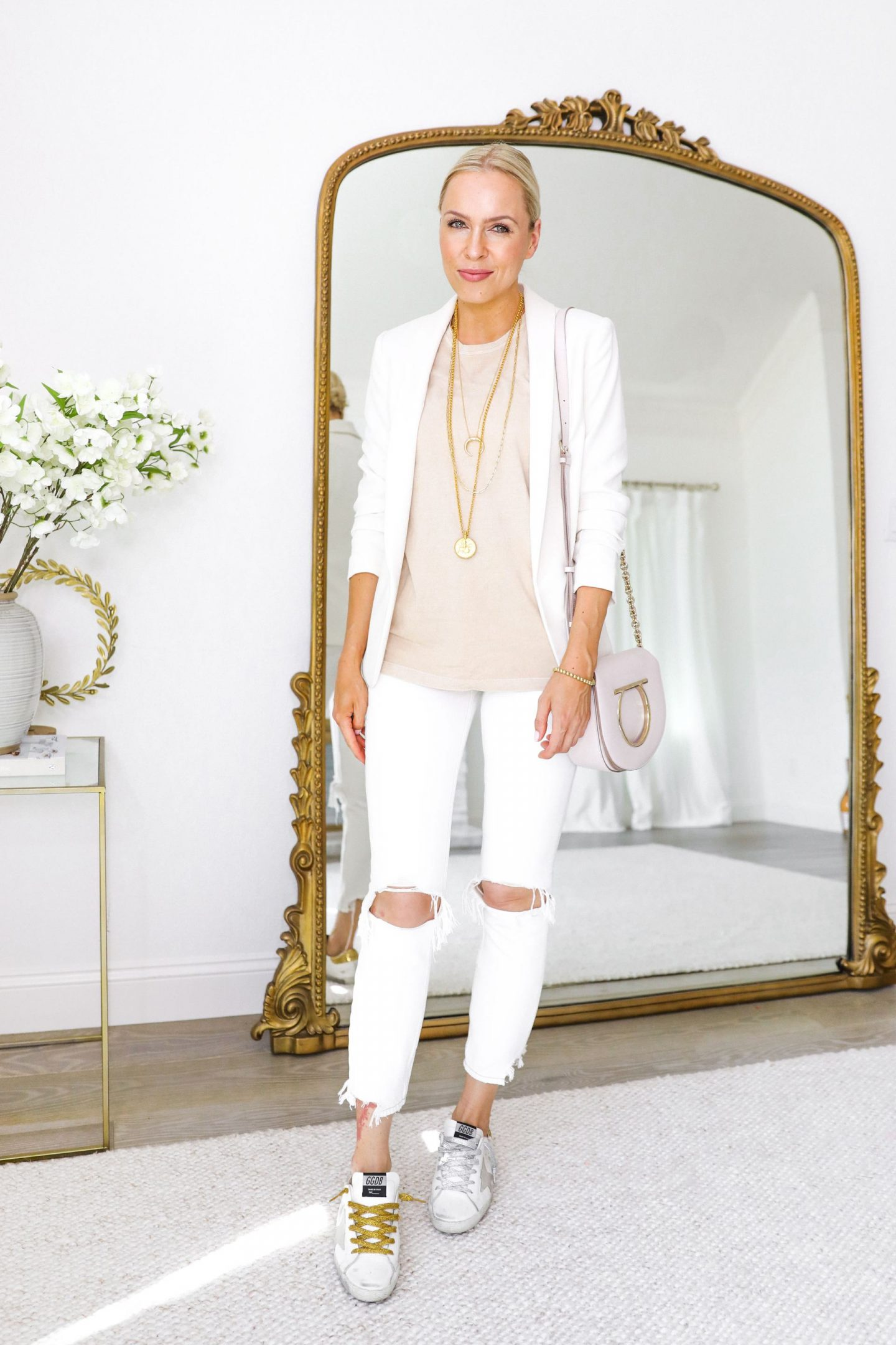 Wearing white jeans and styling them in the summertime