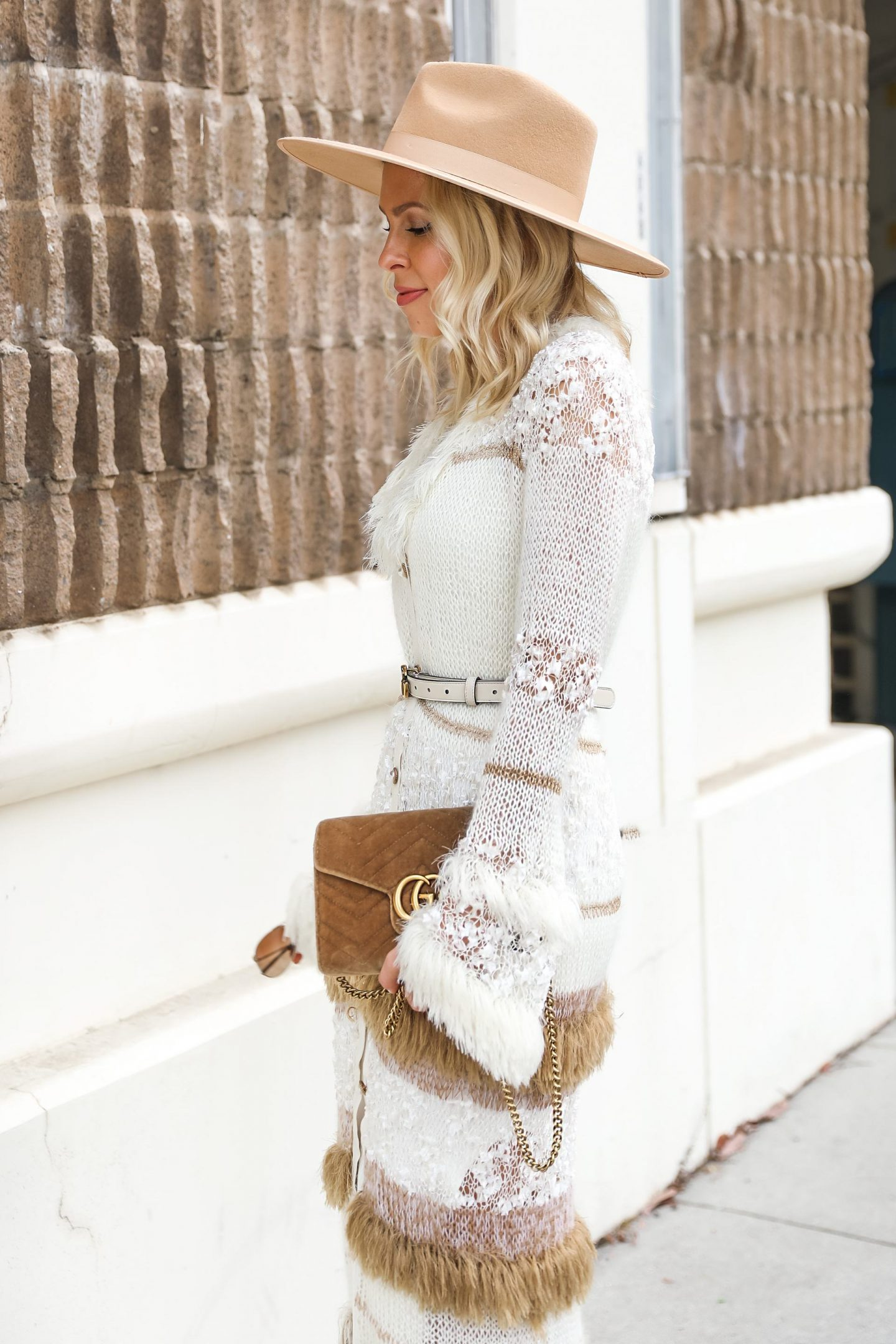Neutral fall style inspiration. Layered knits, best sweaters and accessories, featured by San Francisco fashion blogger Lombard & Fifth.