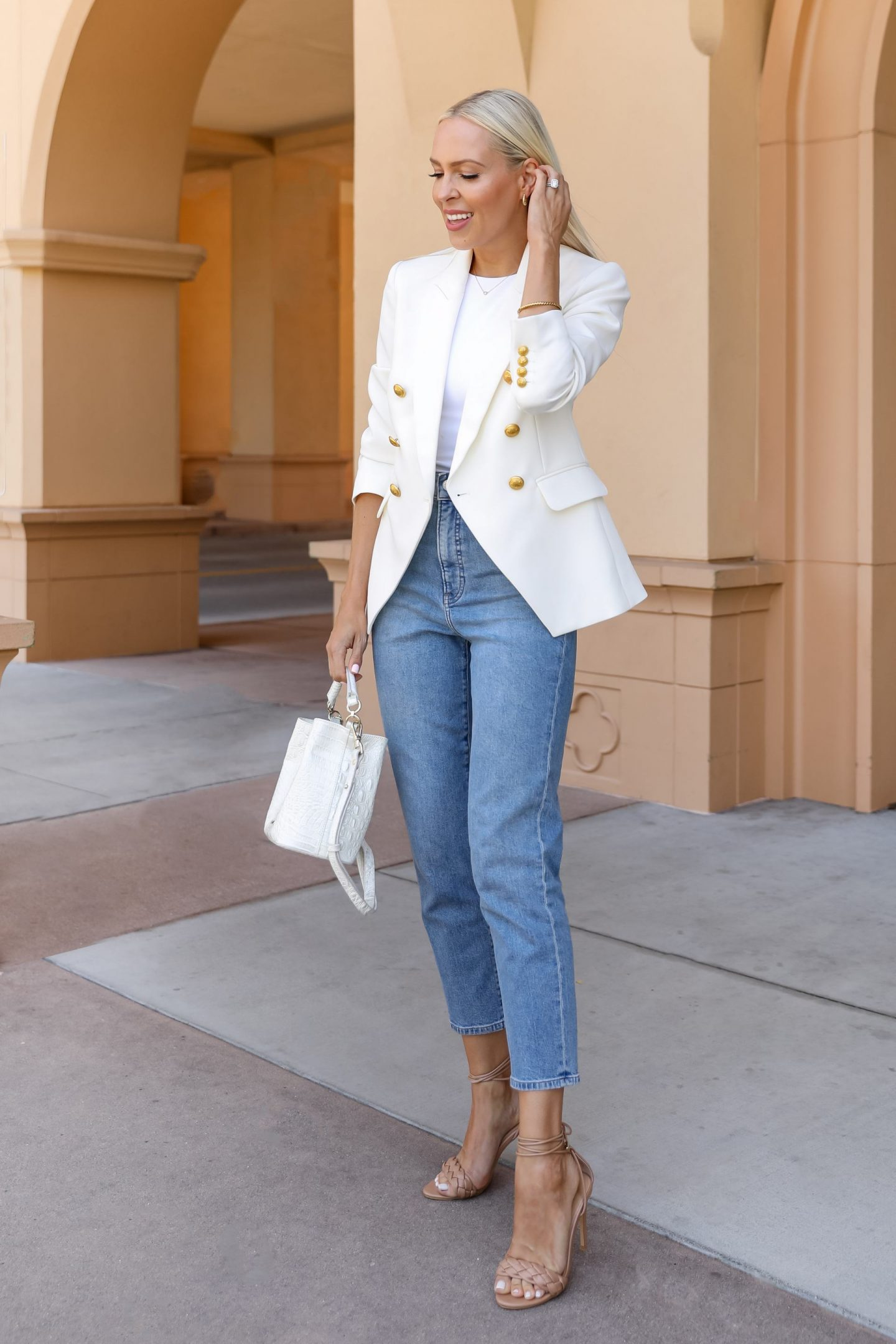 Neutral fall favorites blazers and simple tops with denim for fall style inspiration. By Lombard & Fifth Veronica Levy.